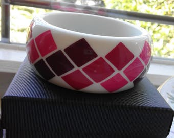 Vintage 80s Pink and White Harlequin Triangle Resin Lucite Bangle Superb