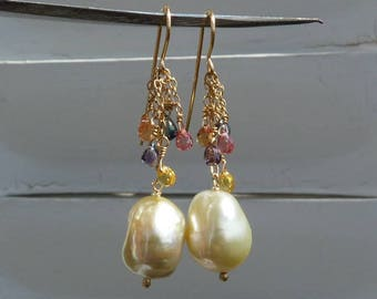 Earrings, 18 kt yellow gold, sapphires and southseapearls: IMPORTANT, French vat is included, 20% off for US, australian and canadian buyers