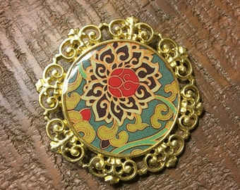 Jewelry pendant gold with flower design