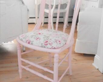 Chair Rachel Ashwell Vintage painted funtiure