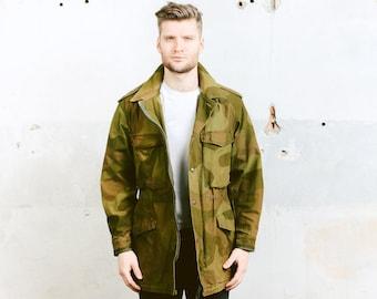 Vintage CAMOUFLAGE Jacket . Retro 90s Mens KHAKI Military Camo 1980s Green Parka Coat Army Parka Surplus 1990s Hunter Jacket . size Medium