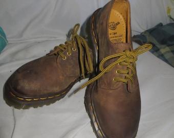 Vinage Dr. martens oxfords   // 90s Dr. marten // Dr. Marten shoes size..4  europe USA  sz 6    womans