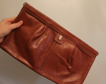 20% OFF SALE 70s Phillipe Brown Leather Oversized Clutch  •  Leather Clutch  •  1970 Bag   •  Vintage Clutch  •  Vintage Brown Clutch