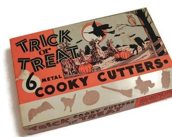 Vintage Trick or Treat Cookie Cutters in Box Halloween Cookie Cutters