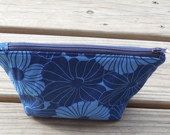 Hibiscus Floral Makeup Bag Cosmetic Bag Girlfriend or Bridesmaid Gift Toiletry Bag Travel Gifts for Women Zipper Pouch Organizer MB002