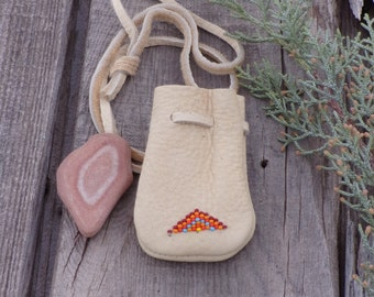Leather bag , Small beaded pouch ,  Buckskin leather bag , Beaded coin purse ,  Gift bag , Beaded amulet bag ,