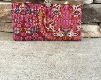 Diva Frame Clutch Wallet