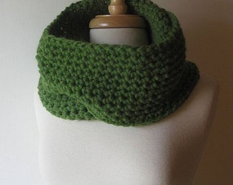 Cowl Neckwarmer Infinity Scarf Wrap in Grass Green