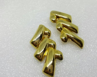 Avon Bold Gold Trembler Gold tone  Pierced Earrings