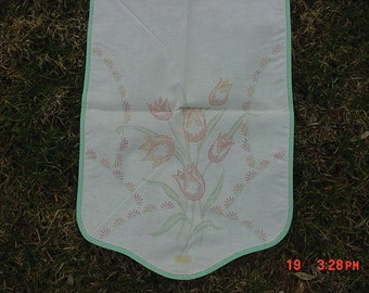 Vintage Tulip Flowers Stamped Table Runner  17 - 201