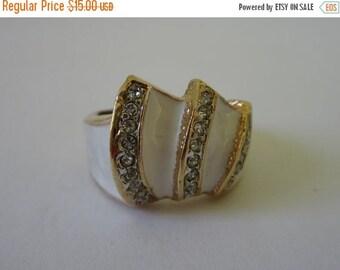 On Sale Vintage Ring. Enamel Ring. White Gold Tone Ring