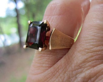 On Sale 14K Gold Garnet Modernist Ring 585