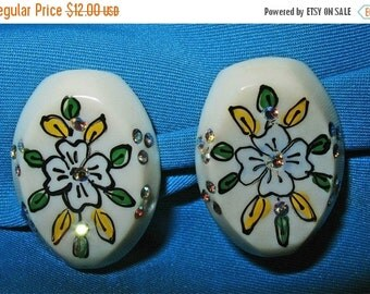 Vintage 50s Lucite Hand Painted Clip Earrings With Aura Borealis Rhinestones