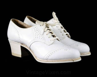 Size 4.5 White Oxford Shoes with Lace-Up & Piercing - 1930s 1940s Deadstock White Leather Pumps - 30s 40s Art Deco - Wooden Heels - 48088-1