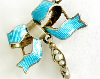 Edwardian gold washed sterling silver and guilloche enamel bow fob brooch with faux pearl set dog clip