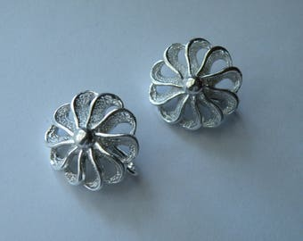 Sarah Coventry flower or pinwheel silver plated clip-on earrings