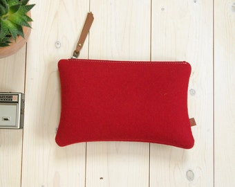 FELT POUCH / Large Pencil Case / Makeup bag / Clutch in red wool felt