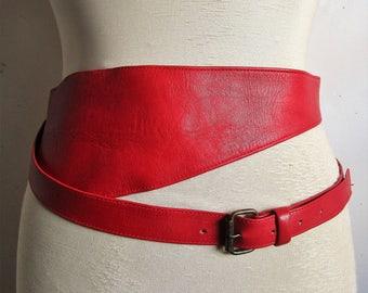 80s RED Wide Belt Caleche Leather Designer 1980s Fashion Belt Ceinture en Cuir Rouge Large