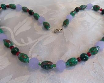 Vintage necklace, stunning faceted lavender glass beads and green art glass beads necklace,vintage jewelry