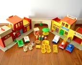 Fisher Price Little People Family Village Playset