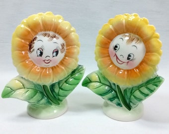 Vintage PY Japan Pottery Smiling Anthropomorphic Happy Daisy Salt Pepper Shaker Set