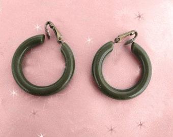 """Vintage Bakelite Hoop Earrings - 1950s """"Spinach"""" Clip on - Bakelite Clip ons"""