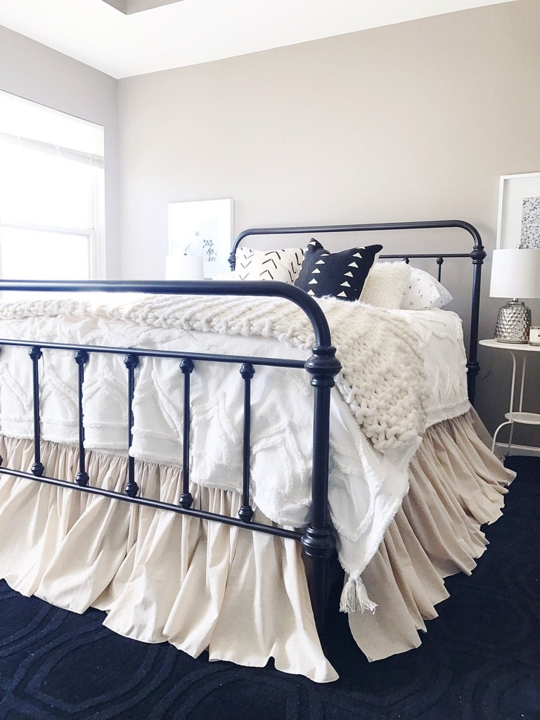 full size gathered dust ruffle bed skirt 3x fullness natural. Black Bedroom Furniture Sets. Home Design Ideas