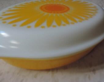 Daisy Promotional Pyrex Baking Dish Collectible Pyrex  Sunflower Pyrex Yellow Pyrex Yellow Floral Pyrex  Sunflower Pyrex Lid Vintage Pyrex