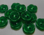 13 Spring Green Daisy Flower Buttons Size 1/2""
