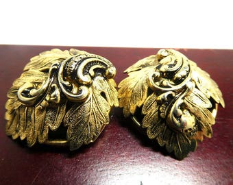Elegant Earrings Gold with Leaf and Scroll Mid Century Glamour Renaissance Revival Etruscan