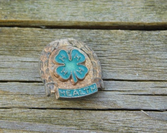 Vintage Four H Club Shamrock Gold Tone Pin That Reads Health DR35