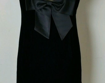 Vintage 1960s Elinor Gay Original Black Velvet Dress With Scalloped Neckline and Big Back Bow