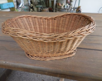 Vintage 1950s to 1960s  Brown Wicker Basket Oval Rustic Weaved Fruit/Display/Toys Farmhouse Country Home