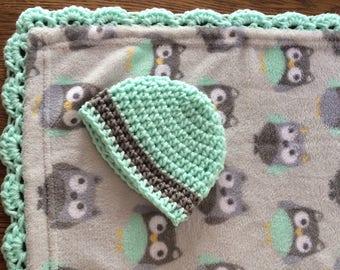 Crochet edge fleece baby blanket and crocheted hat