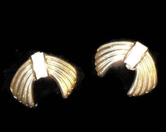 60s  Gold Shoe Clips 1960s White Shoe Clips Gold White Shoe Clips Shoe Jewelry 1960s Shoe Accessory Enamel Shoe Clips Shoe Bows