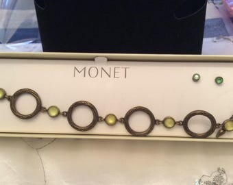 Authentic Vintage Signed MONET SET Bracelet And Earrings, comes in BOX, Wedding, Bride, Bridesmaid, Prom, Birthday