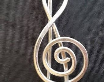 Treble clef, G clef, shawl pin; scarf pin; hair pin; hammered thick aluminum wire; wire jewelry