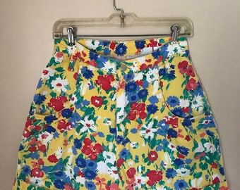 Vintage 90s Floral Yellow Denim High Waisted Shorts. Sostanza 90s Floral Cuffed Shorts Size 11