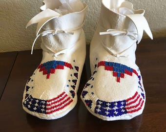 Beautiful White handmade Native American Moccasins Woman's size 9