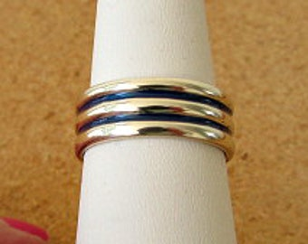 vintage 80s sterling wide band ring size 7 with blue enamal inlay .925