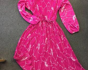 Vintage 1970's Liz Roberts, Inc Pink & White Polyester Dress w/belt Paint Splatter Look