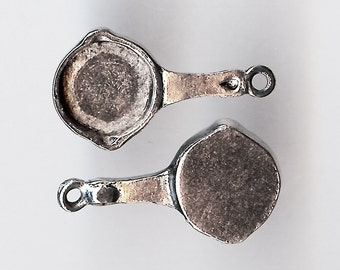 SKILLET Charm. Pewter. 3D Frying Pan With Pour Spouts. Made in the USA.