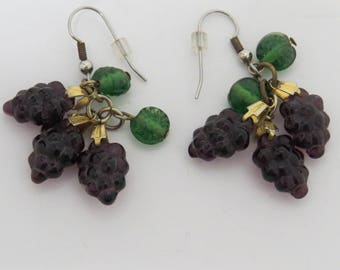 Vintage Earrings Purple Grape Clusters Dangling Pierced Earrings Vintage Wine Lovers Jewelry Vineyards Vinters Womens Accessories