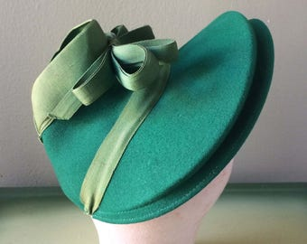 Nifty Vintage 1940s Hat Shamrock Green Ribbon Bow Felt Structured Rare
