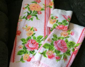 VINTAGE shabby floral towel set, bathroom 3 piece set by Cannon