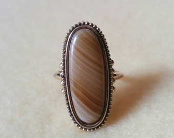 Shimmering Sands Vintage Avon Ring, faux banded agate, size 9.5 antiqued gold tone ring with invisible adjuster, 1978
