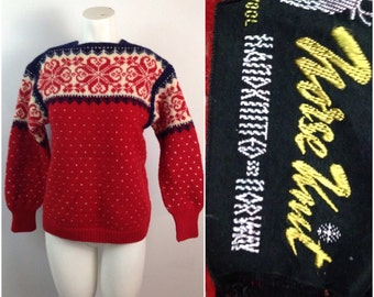Vintage 1950s 1960s Wool Red White and Blue Fair Isle Snowflake Sweater  / Women's Small / 50s 60s Ski Sweater Norway Norse Knit