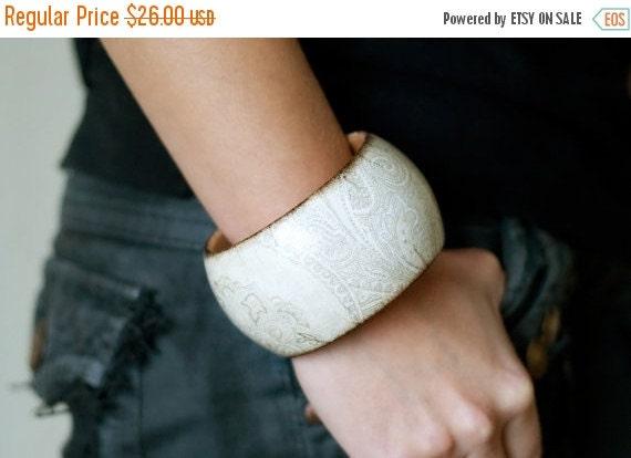 ON SALE Wooden bracelet  wedding neutral bracelet beige vintage wooden bracelet must have gift for her, bridesmaid gift, woodland, wedding