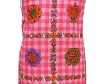 Metro Retro 'Funky Pink Check' Vintage Tea Towel Ladies Womens  Kitchen HANDMADE Apron . Mother's Day  Birthday Gift Idea . Upcycled . OOAK