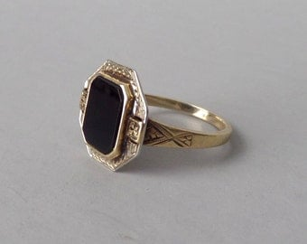 Antique Onyx Ring. Art Deco White & Yellow Gold.
